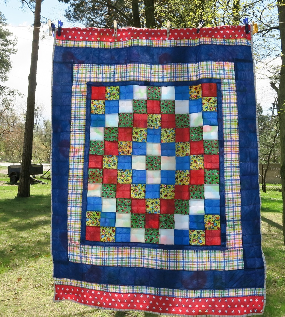 33  Center of top donated by a friend in AZ. I added borders to make it a European twin size.
