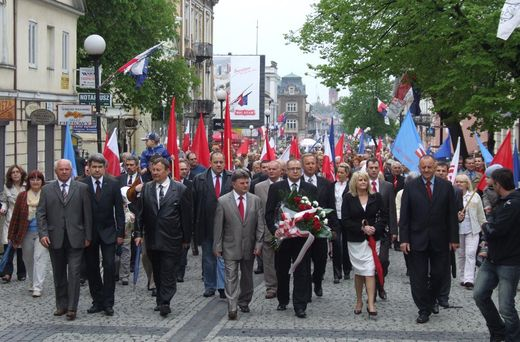 There are a few parades still organized and going on in downtown Warsaw, for example. Mostly, however, not much is happening anywhere today. photo - google images