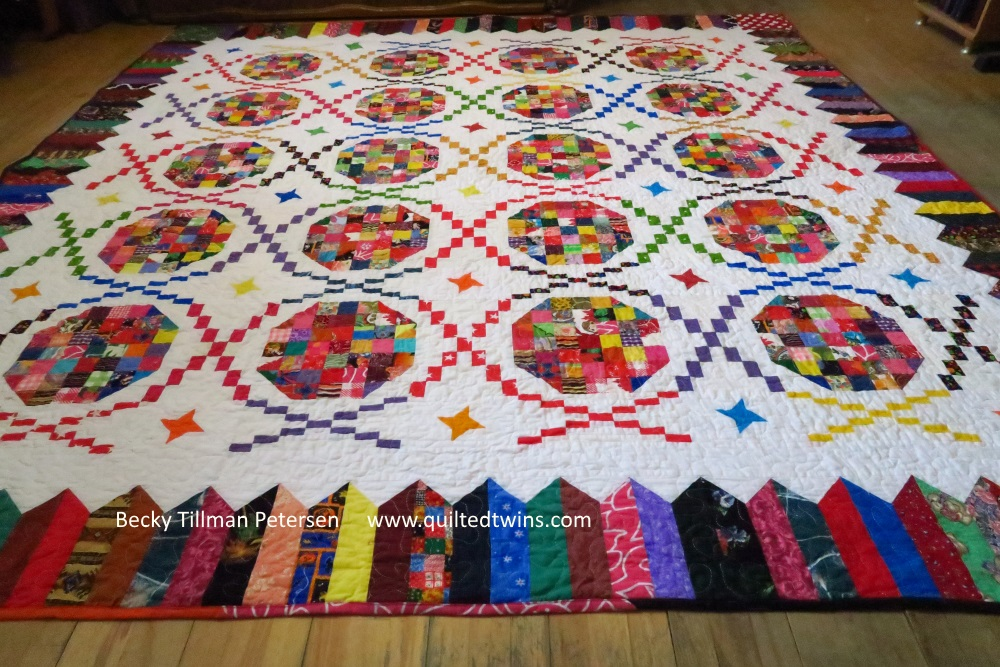 Picture of DNA quilt: quilt with deoxyribonucleic acid pattern