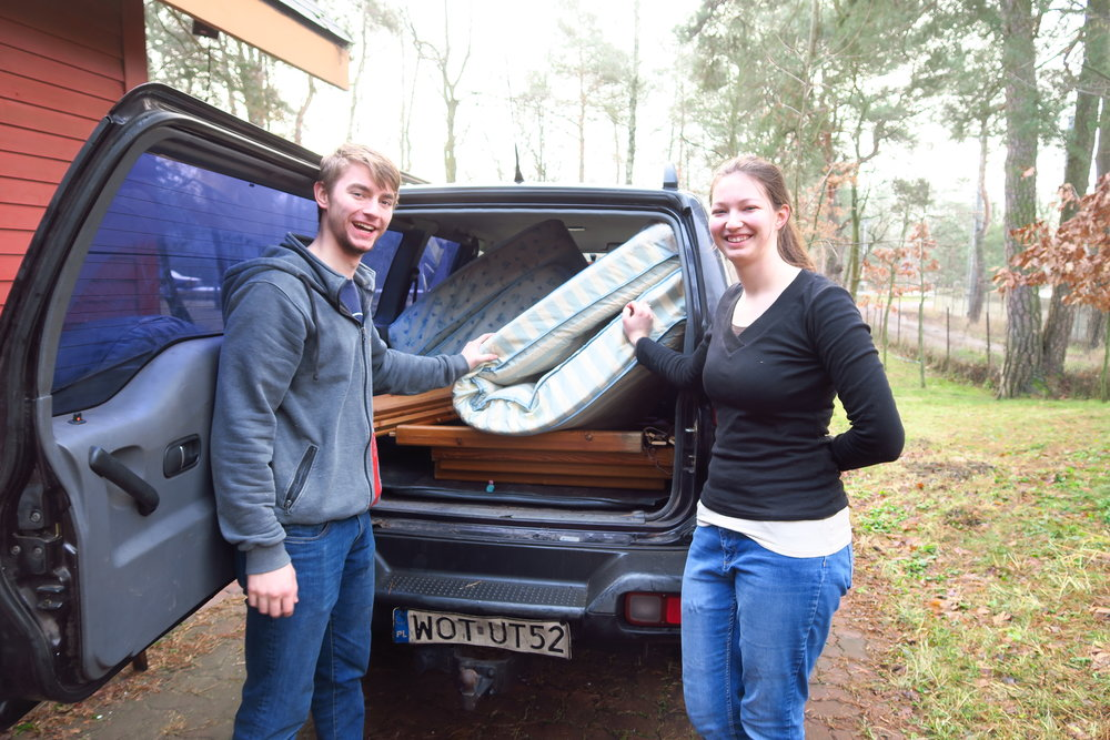 Daniel and Lydia are delivering a bed to a friend who lives about 40 min away.