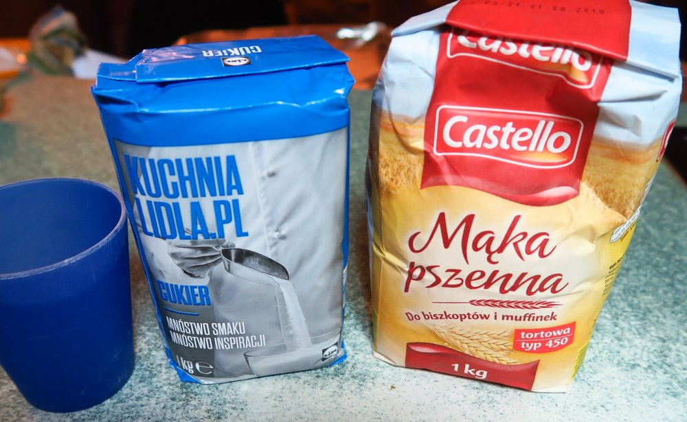 Today sugar was on sale for 1.99 zl/kilo (regular 2,99 kilogram) so I bought 10 kilos. $.60 for 2.2. lbs. today on sale. It is very occasionally possible to find a larger bag of flour or sugar - esp nowadays at a store like a Sam's Club or Costco - called Makro. The bag on the right is flour. It is a little cheaper than sugar.