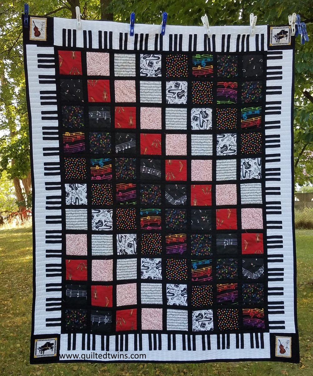 This is he quilt my sis made for her friend, Linda, as a part of an exchange.