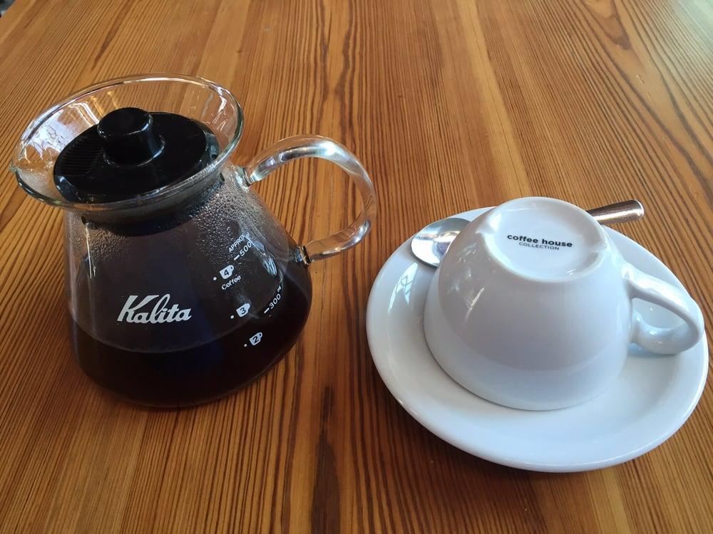 rosella coffe pour.jpg