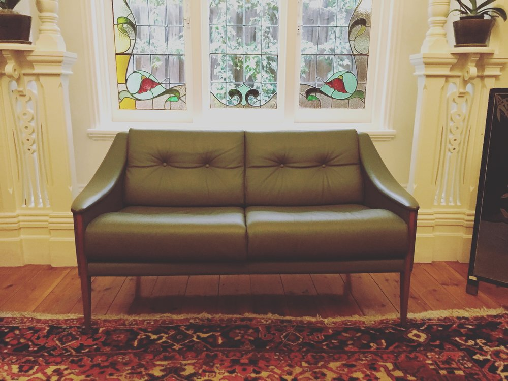 SOLD - DEZZA 24 SETTEE BY PONTI