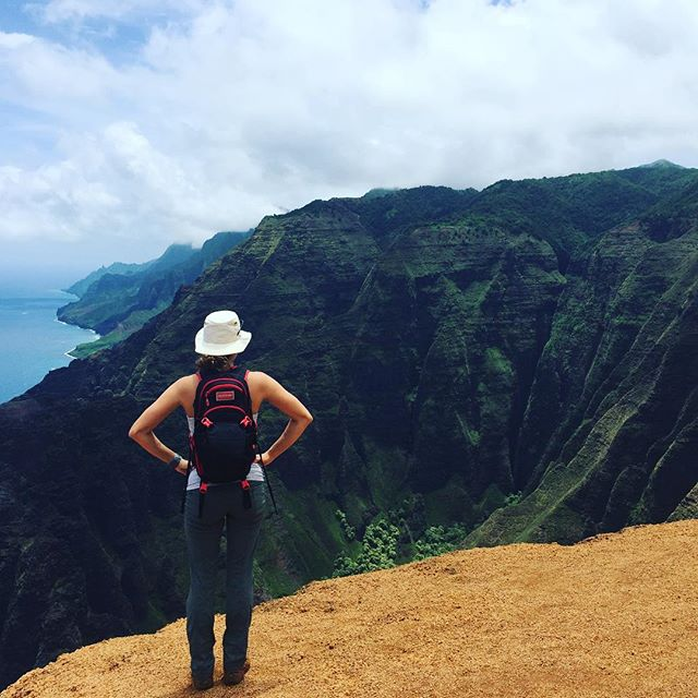 7 mile solo hike that left me drenched in sweat 💪🏽💦 but it was worth it for the view of the Napali Coast ⛰🏝#keepup #adventure #explore #miniadventure