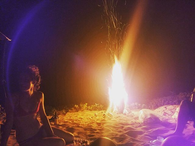 the best nights are usually unplanned, random, and spontaneous 🌅🔥✨ #spontaneityisthespiceoflife #workhardplayharder #polihale #beachcamping