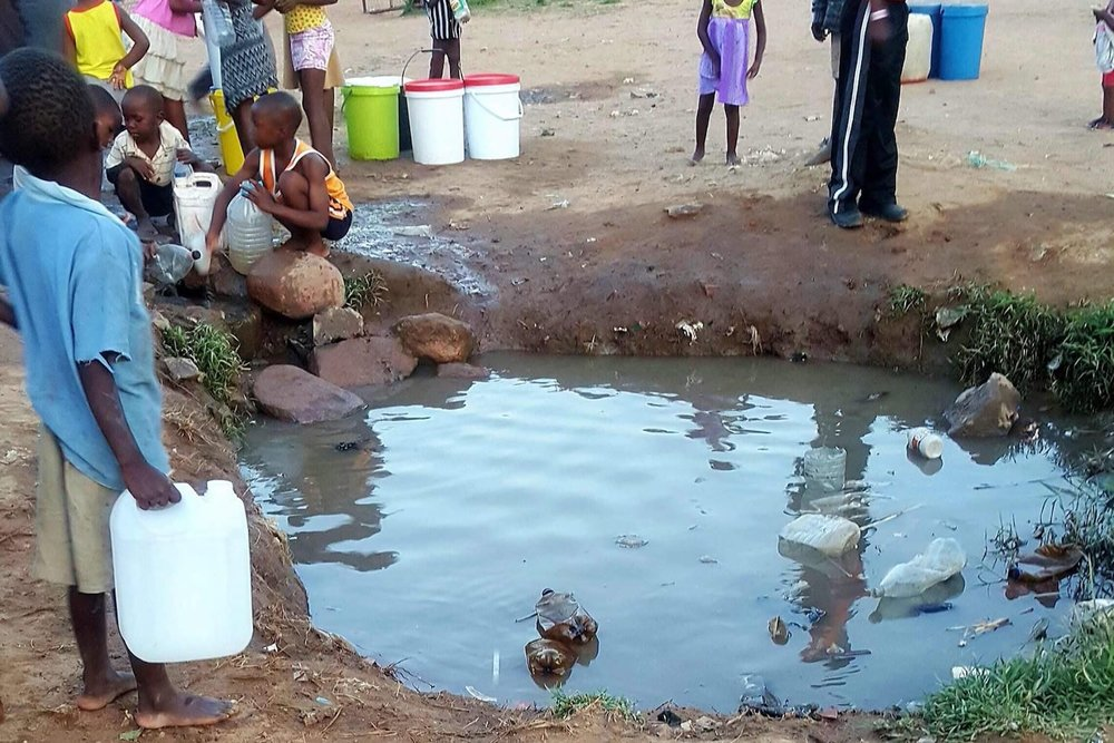 kids collecting water, Zimbabwe