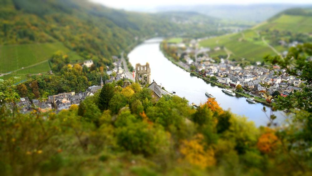 Oberhalb der Grevenburg mit Blick auf die Mosel