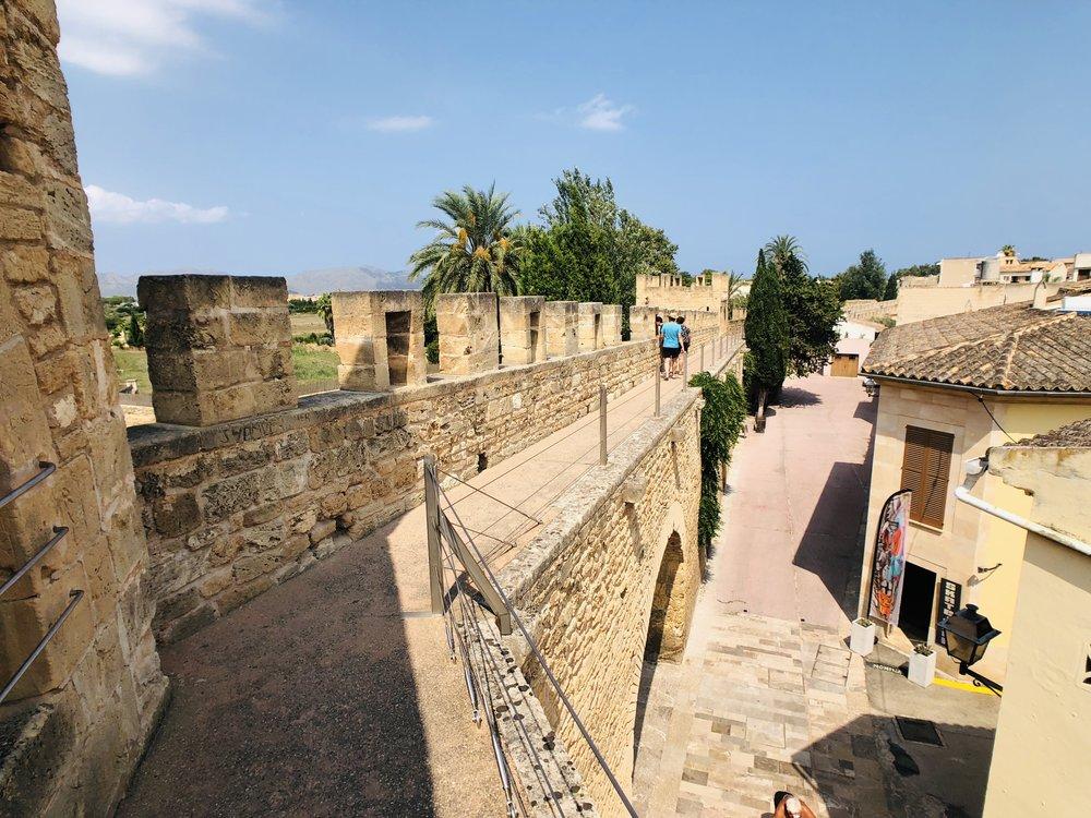 Die alte Festung aus dem 13. Jahrhundert zum Schutz vor den Piraten