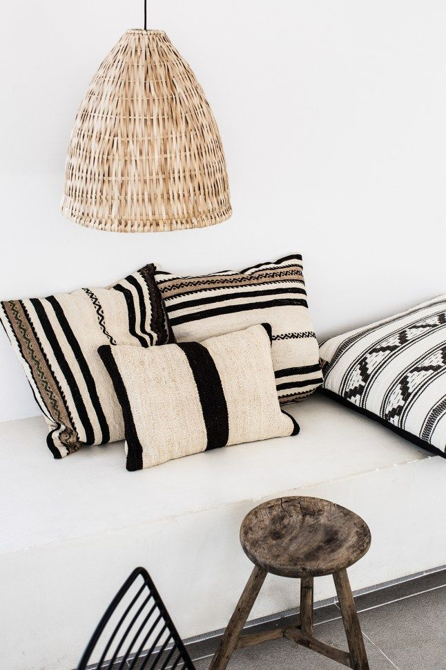 4f47c593c478768addedacefbb639dab--black-and-white-cushions-black-white-decor.jpg