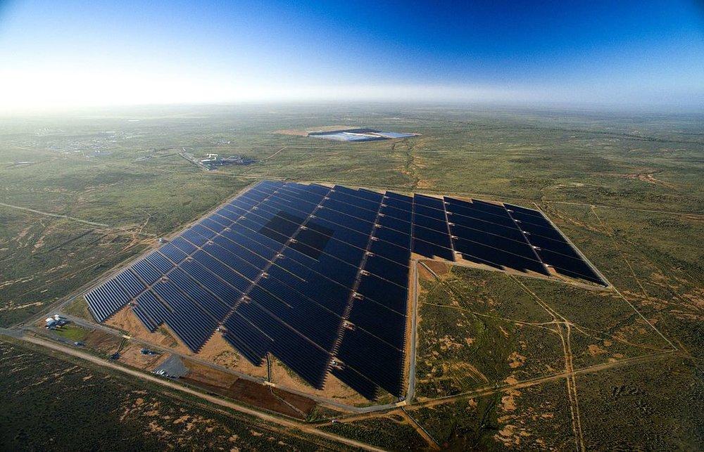Broken_Hill_solar_plant_aerial.jpg