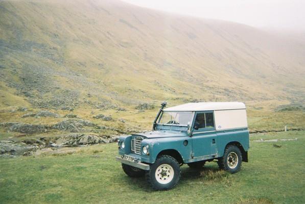 Rover_mudflaps_rear_2.JPG