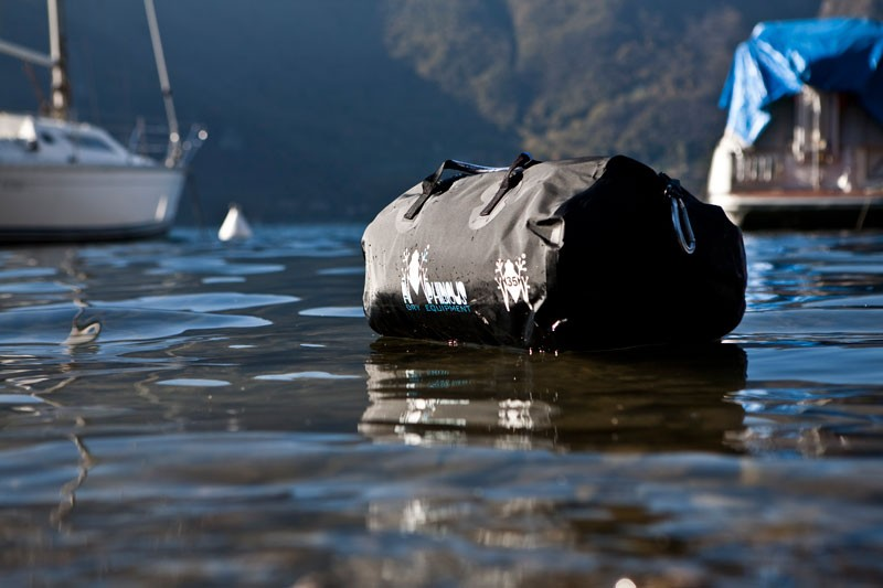Amphibious_waterproof_kit_bag_4.jpg