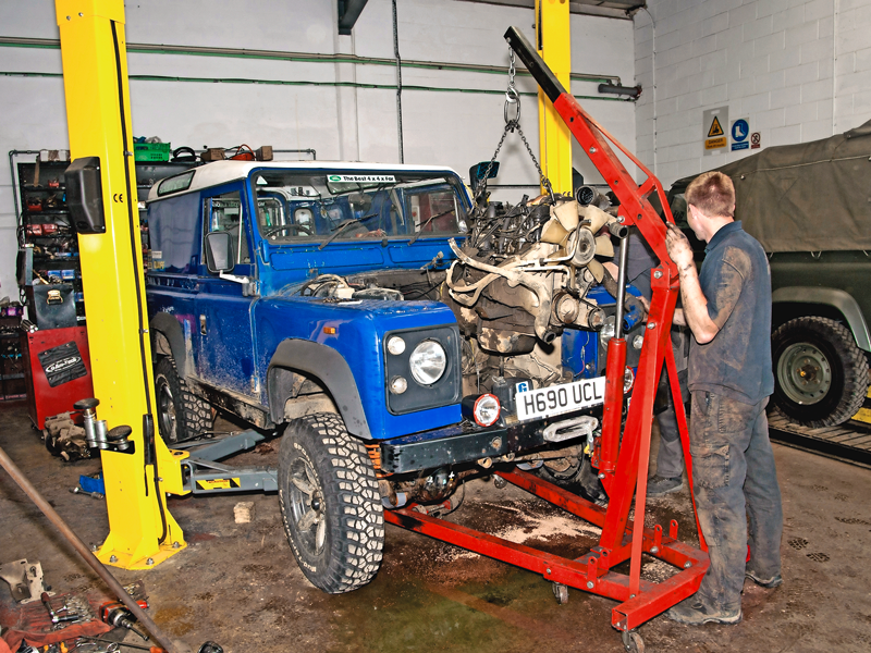 200Tdi-Defender-engine.jpg