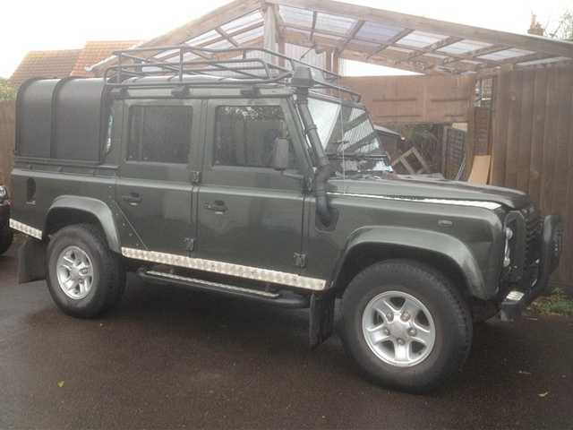 Land_Rover_Defender_110.jpg