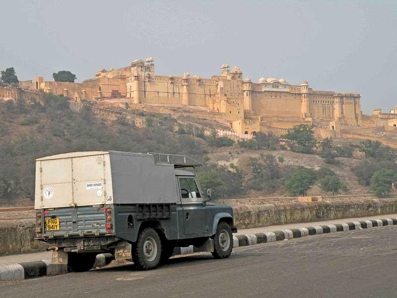 India-Amber-Palace-and-Land-Rover.jpeg