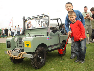 Mini-Land-Rovers-at-Show.jpg