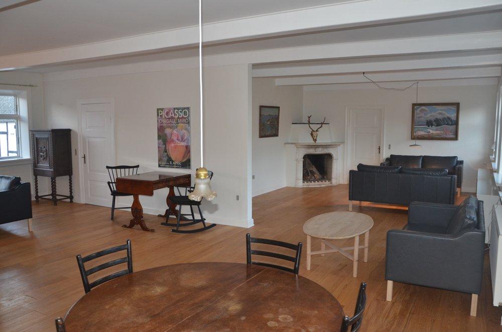 B Living Room 1.JPG