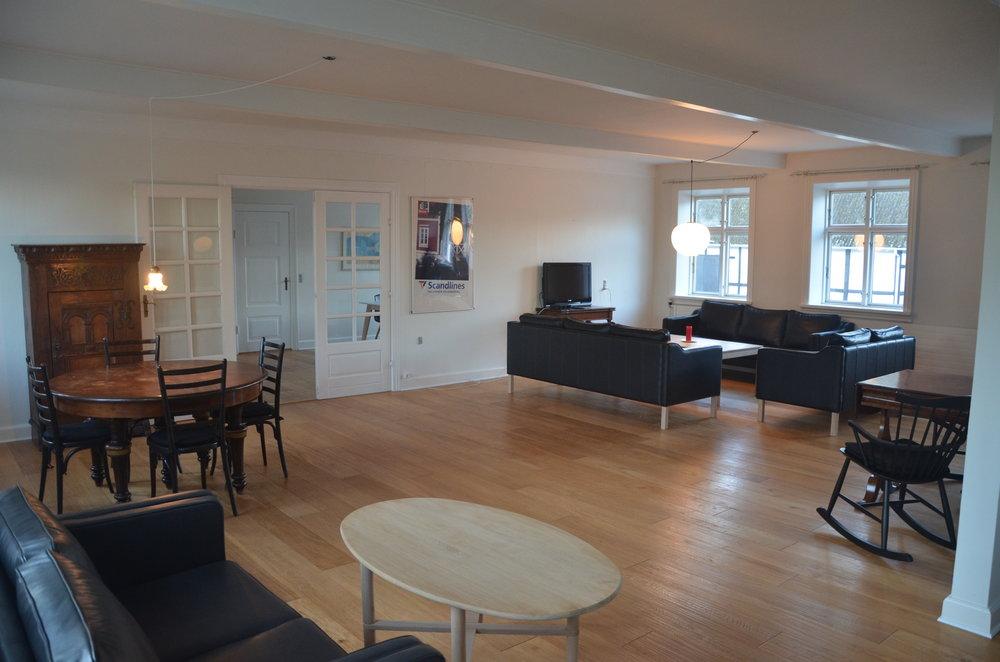 B Living Room 3.JPG