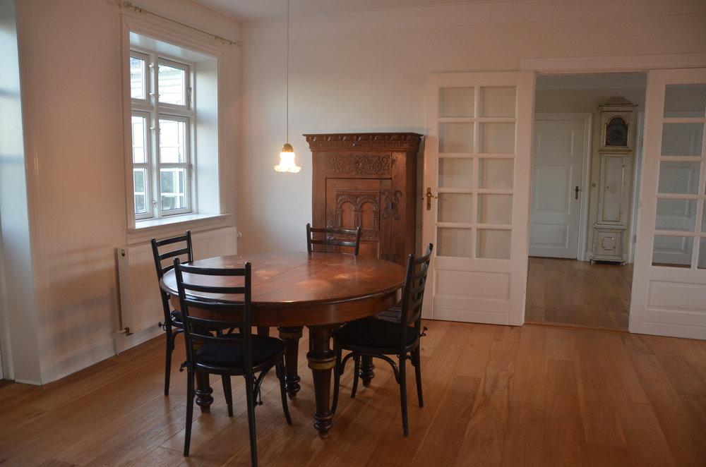 B Living Room 6.JPG