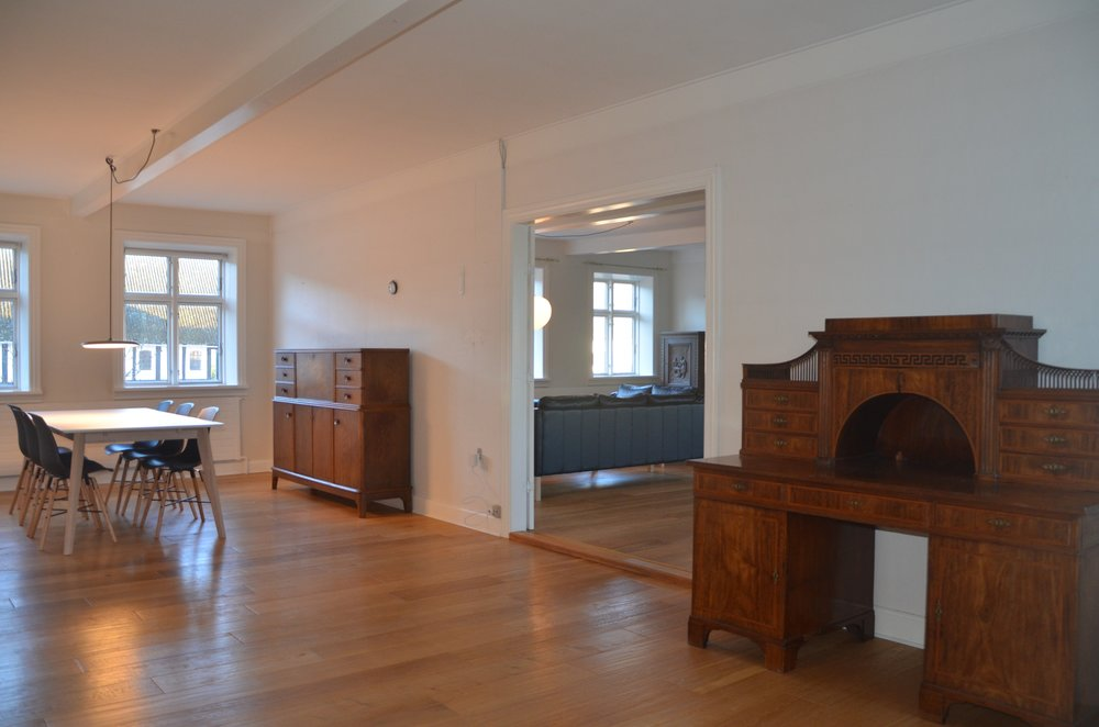 B Living Room 8.JPG