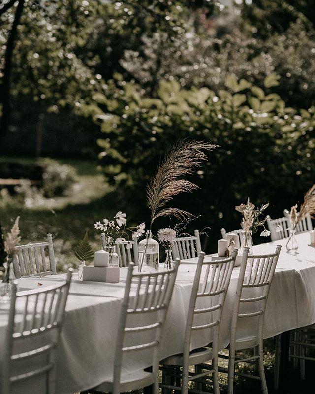 Simple mood 💚  #barefootteam #naturalwedding #natural #hungarianwedding #hungary #softwedding #weddingsecrets #weddingflowersdecor #magicalwedding #bohobride #weddingphoto #natural #weddingstyle #foreststyle #magical #mood #livefolk #vsco #vscohun #vscomood #heyheyhellomay #greenweddingshoes #junebugweddings #dirtybootsandmessyhair #intimatewedding #barefootweddingstyle #weddingteam