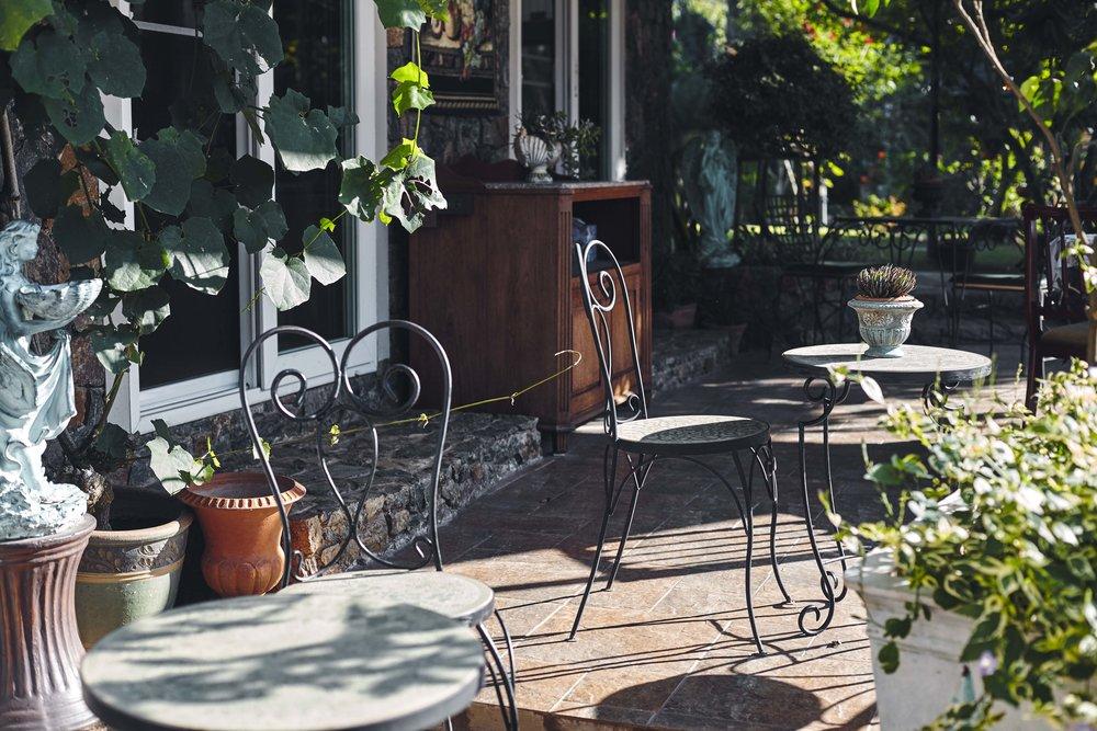 manor house outdoor patio