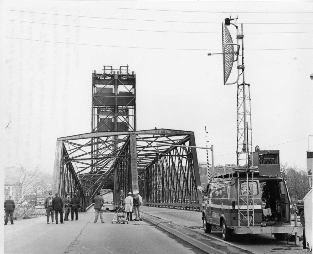 GI bridge fallen Ctr Isl lkg E 1984-53-129 Gene Baxter photo.jpg
