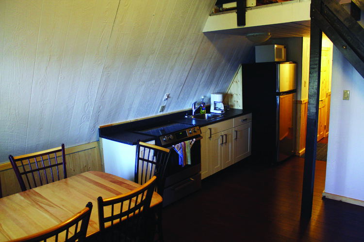 p8FoxDen_kitchen.jpg