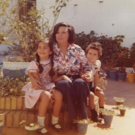 Con mamá.jpg