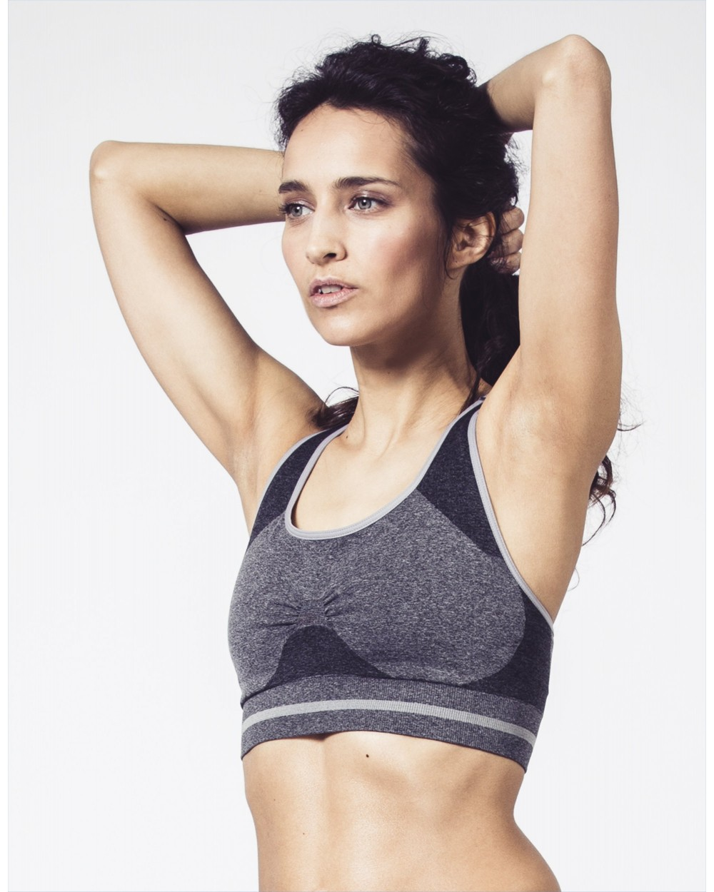 grey-sports-bra-seamless-technology-bernie.jpg