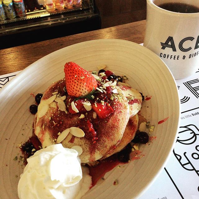 New ricotta pancakes! Light fluffy and sooo yummmm! Hope you have a great weekend. #breakfast #brunch