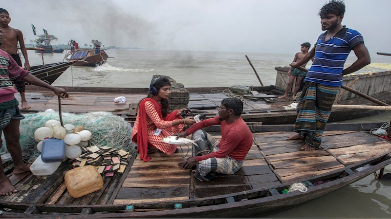 Fishermen talking about natural disasters with a local radio programme in Bangladesh (Photo: COAST)