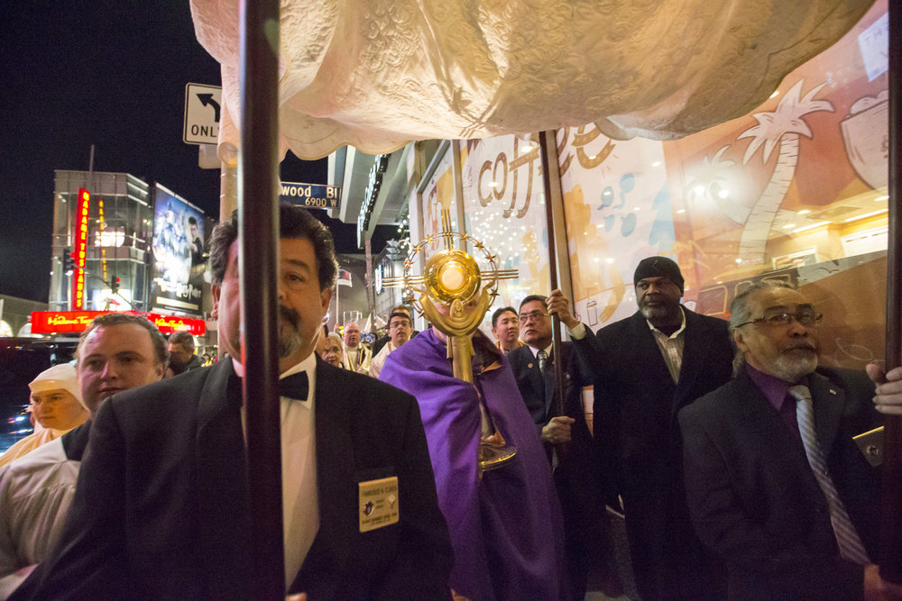2016.12.03_hollywood_procession38.jpg