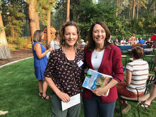 Senator Cantwell receives the Emerald Corridor Green Chemistry & Engineering Roadmap from NGC's Co-Executive Director, Dr. Lauren Heine.