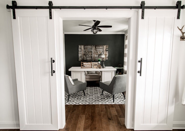 now that's an office space we could work in! Didn't our old barn door make the perfect accent piece on that back wall?