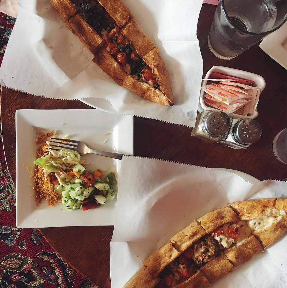 Pide at Turkuaz