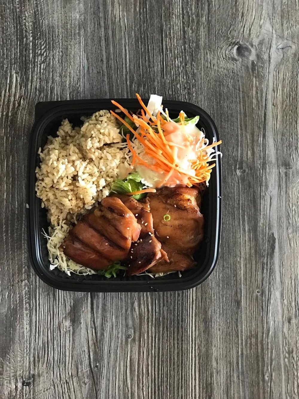 Teriyaki Plate Lunch at Da Kitchen by Kendra Murr   Discover the 10 best things to do in Maui with these insider tips from an ex-resident. #maui #travel #hawaii