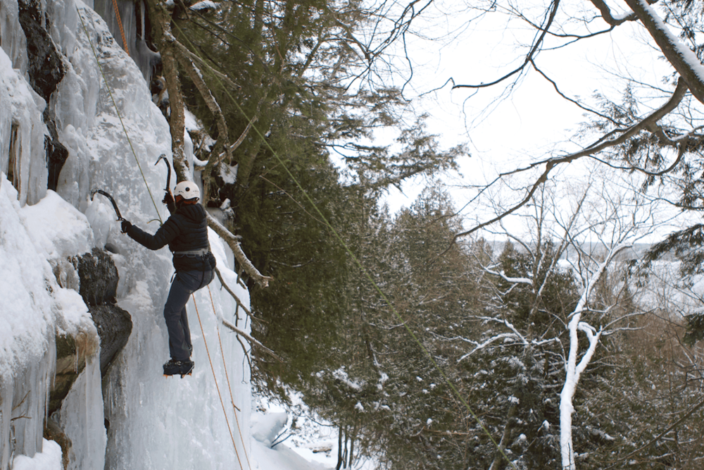 ice-climbing-pictured-rocks-michigan.png