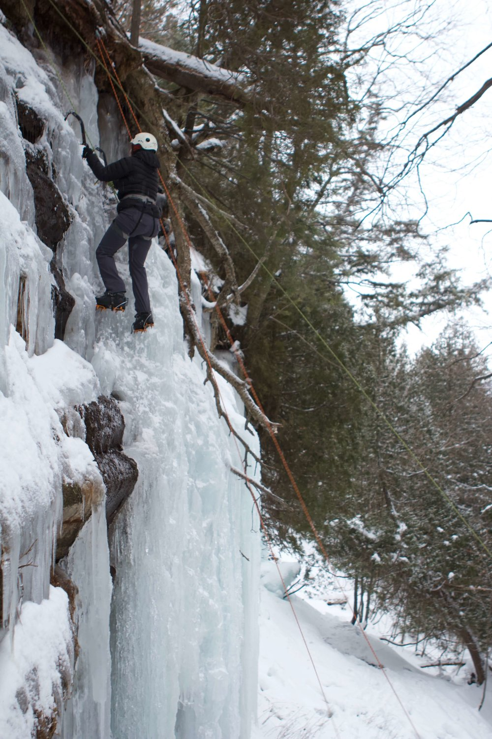 ice-climbing-michigan-emsontheroad.jpg