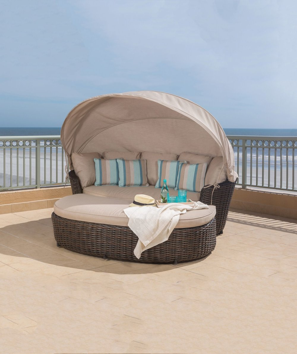 DREAUX CANOPY DAYBED