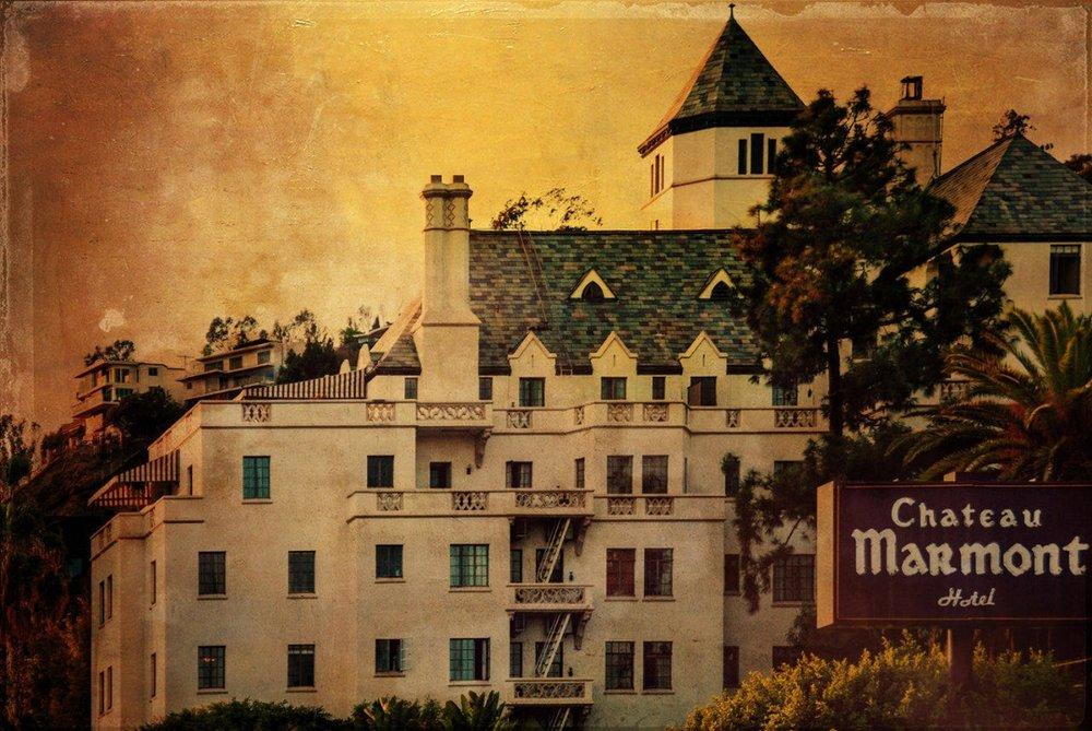 Das Traumschlösschen von Hollywood: Im Chateau Marmont, 1931 als Hotel eröffnet, schlummern und prunken gern die Schönen & Reichen aus aller Welt. Das einem Loire-Palais nachempfundene ehemalige Apartment-Gebäude beherbergt nicht nur Stars, es hat selbst schon in Filmen mitgespielt