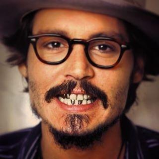 """Gold im Mund tut Wahrheit kund: Johnny D. verkauft seine Penthouses im """"Eastern Building"""" in Downtown L.A. Vom Bett aus hat er über die Stadt geblickt – aber nicht lange auf Amber Heard. Die klagt auf Scheidung"""