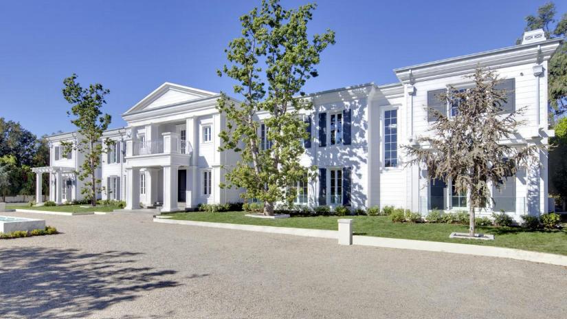 """Die """"Skycliff""""-Einfamilienwohnanlage in Santa Monica hat sieben Schlafzimmer, 12 Bäder, eine Garage für 20 Autos und ein Indoor-Basketballspielfeld. Preis: 35 Millionen – ein typischer Landry halt"""