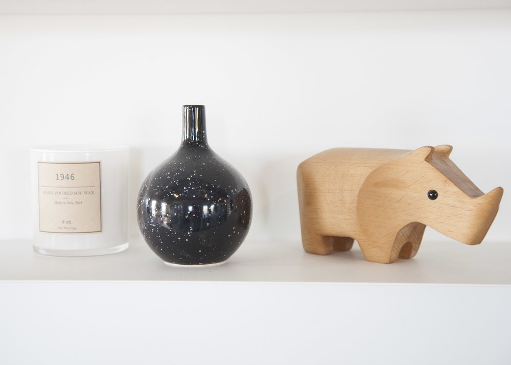 Vases from the  Costa  collection, in Onyx (above) and Cotton (right).