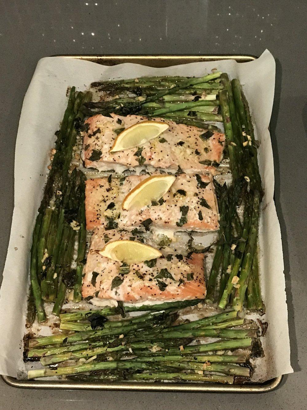 esparragos y salmon al limón