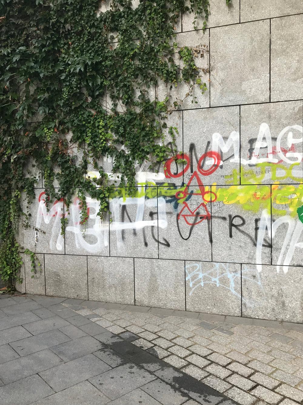 BAURAIN SS18 graffitis Paris