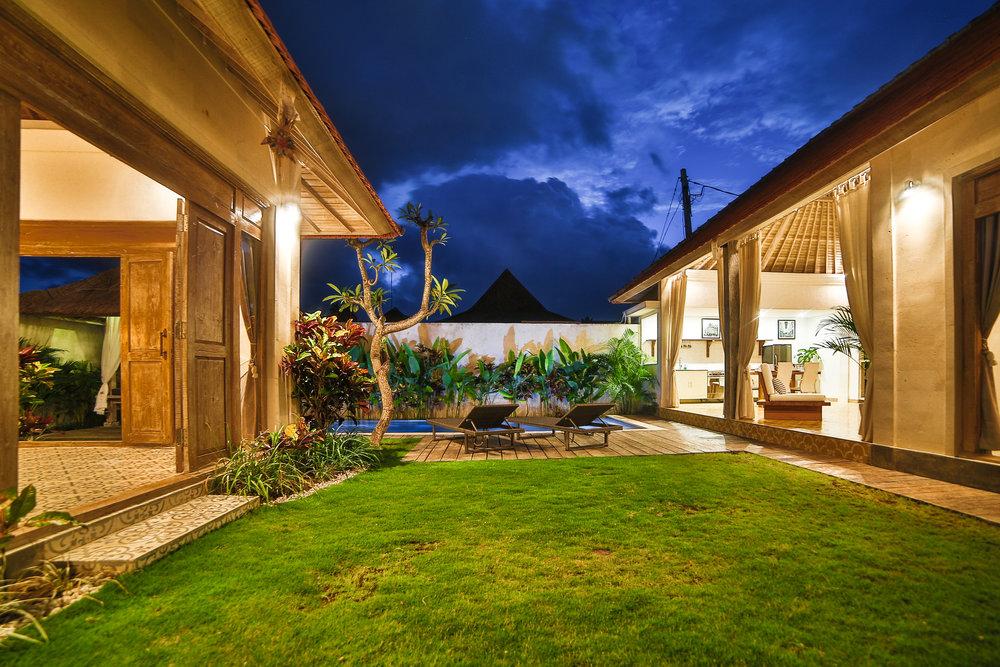 Villa_in_Seminyak_Bali_Villa_Victoria_Modern_French_858A6629.jpg
