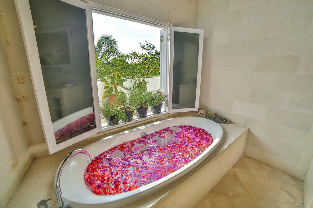 Roma-Villa_in_Seminyak Bali_Indonesia_by_Victoria_Villas_Villa Bintang 5.png