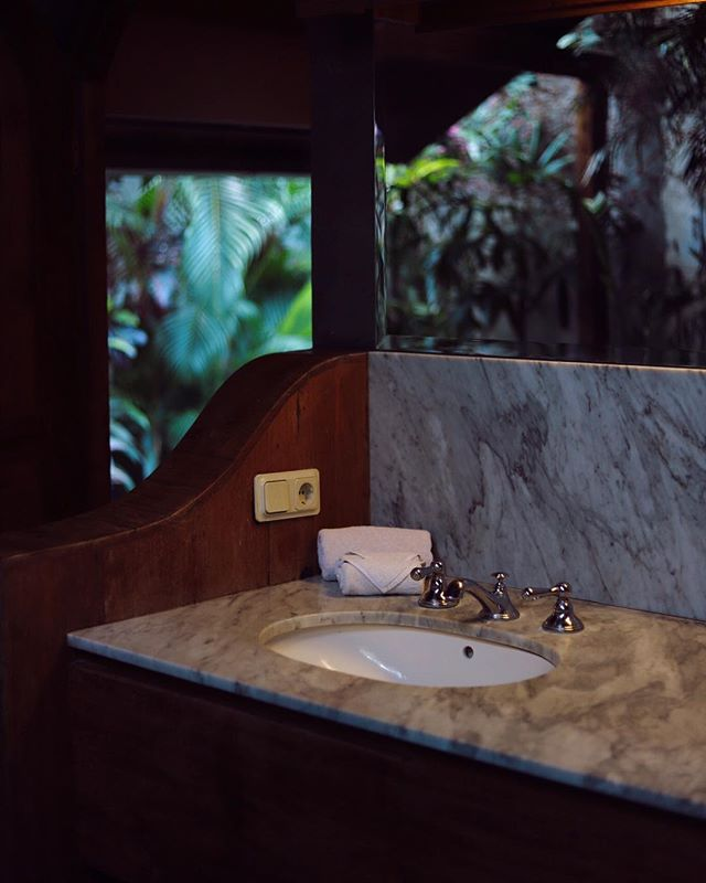 Nothing beats the open-air bathroom of Villa Saké 🌿🌱🎋 #zen #villasaké #victoriavillasbali